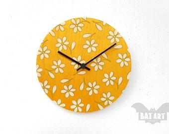 Daisy Flower Wall Clock 20cm, Modern Wall Clock, Wall Clock, Wooden clock, Hanging clock, Kitchen Clock, Gift for him, Room decor, Flowers