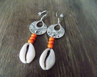 Earring dangle cowrie ethnic beads.
