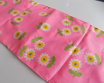 Vintage Cotton Pink Daisy Fabric
