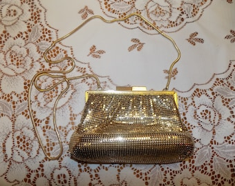 Vintage LA Regale Gold Toned Clutch Purse Hand Bag Like New See Scans Hand Bag Purse