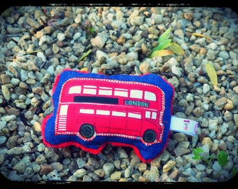 """Pouet pouet """"the Tower of London bus!"""""""