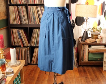 navy blue vintage wrap skirt by Priorities . womens small to medium . has pockets!