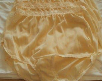 Vintage fullcut brief satinette nylon panties sz 7 beige Medium lace waistband