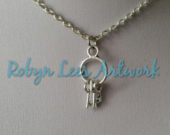Petite bague en argent de collier de charme clés sur argent croisés chaîne avec 3 touches très petites