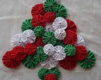 Christmas Fabric Yo Yo Suffolk Puff Assortment Scrapbook Quilt Applique Red White Green