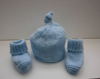 Beanie and booties 3 - 6 months