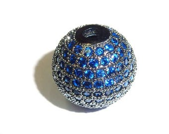 Metal rhinestone-encrusted PF38 0220 shape bead 14mm round blue