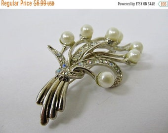 On Sale Vintage Iridescent Rhinestone and Faux Pearl Floral Pin Item K # 2374