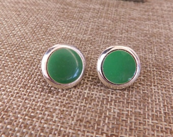 Green Glass and Silver Clip On Earrings, Vintage Green Cab Earrings, 1970's Costume Earrings, Clip On Earrings