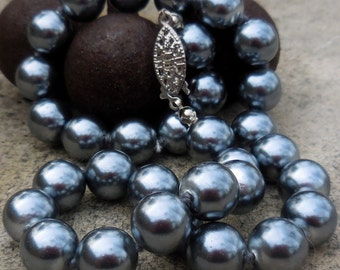Vintage Hand Knotted Gunmetal Glass Pearl Choker