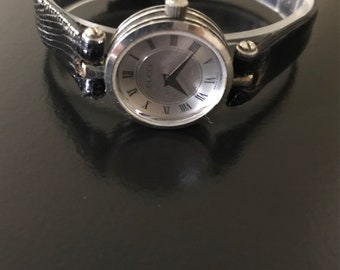 """Gucci women's stunning silver watch, new leather strap & new battery fits 6"""" wrist 100% authentic, same day secure fast shipping 179.99"""