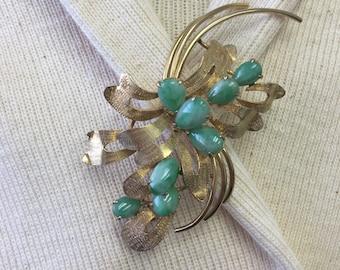 Vintage Jade Pin in 14 kt Gold