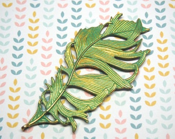Great charm feather metal 86x42mm verdigris finish