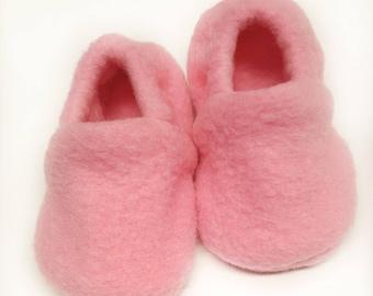 Fleece Baby Shoes, fleece booties, Soft Sole Baby Shoes, pink Baby Booties, Baby Shower Gift, Fleece Toddler slippers