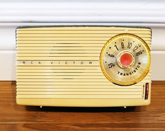 1957 RCA Victor 8-BT-8JE Transistor Radio, Made in USA, For Restore or Decor