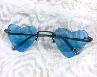 LIZZIE SUNGLASSES | y2k heart shaped sunglasses w/ colored lenses