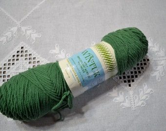 Thomas Hodgson Wintuk Yarn 4 oz Green Dupont Crochet Knit Craft Supplies Vintage PanchosPorch