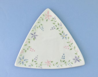 Easter Serving Plate, Triangle Pottery Platter, Triangle Cookie Tray, Appetizer Dish, Triangle Tray, Ceramic Serving Dish, Pastel Platter
