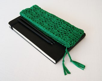 Emerald Green Pencil Pouch, Crochet Pencil Case, Pencil Holder, First Day of School Gift, Student Gift, Teacher Appreciation Gift, Handmade
