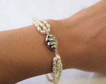 Freshwater bracelet with a silver clasp