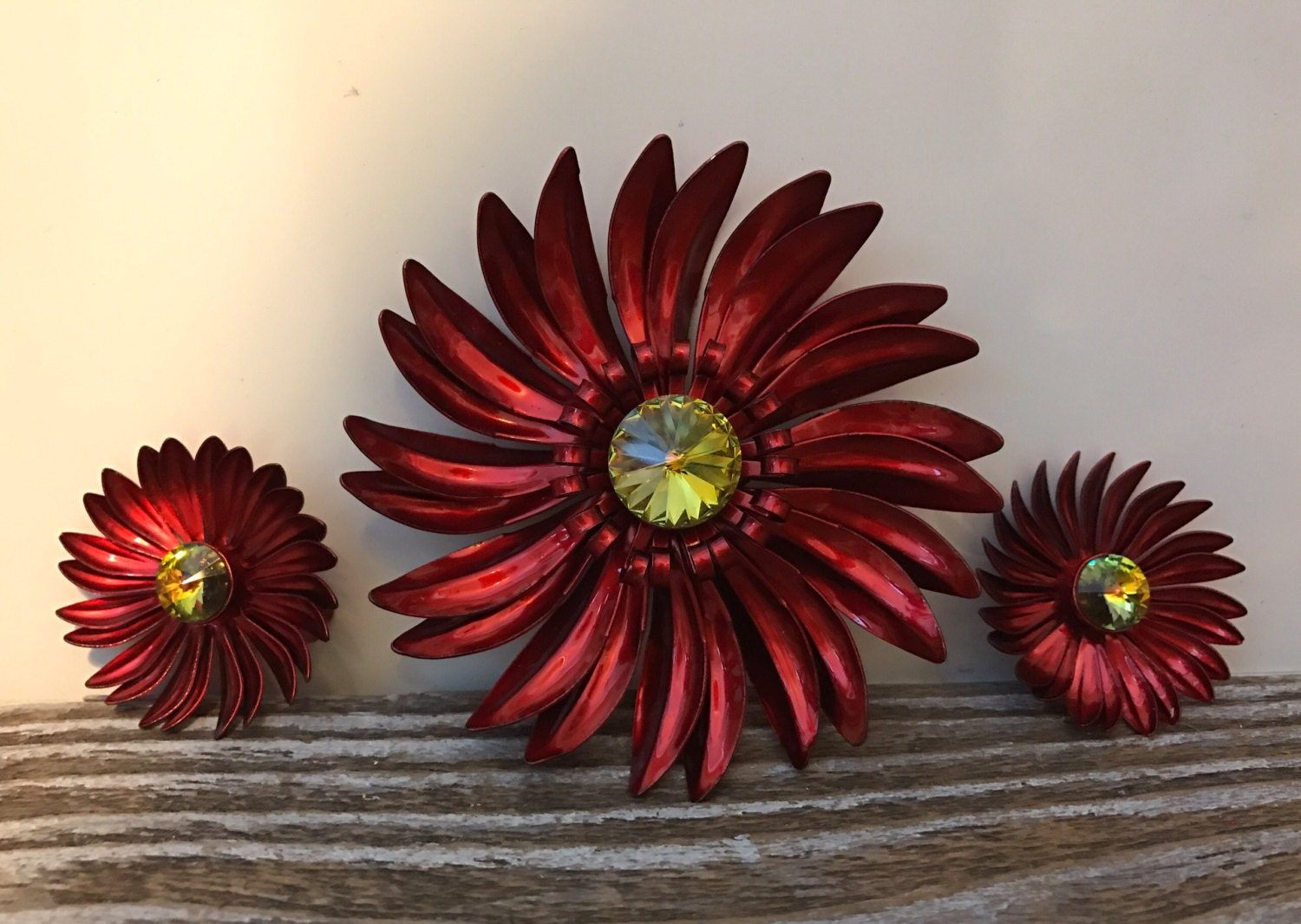 Vintage bright candy apple red daisy flower brooch earring set description izmirmasajfo