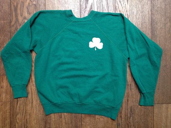 """Vintage 1970s 70s green raglan sweatshirt clover leaf Irish overlock stitiching crew neck 42"""" chest"""
