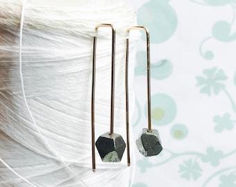 14K Gold füllen - Pyrit Einfädler / gold Einfädler Ohrringe /pyrite / zeitgenössische Ohrringe / moderne minimalistische Ohrringe