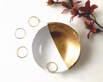 White and Gold Jewelry Dish / Personalized Jewelry Dish / Personalized Ring Dish / Gifts for Her / Bridesmaids Gift / Personalized Gift