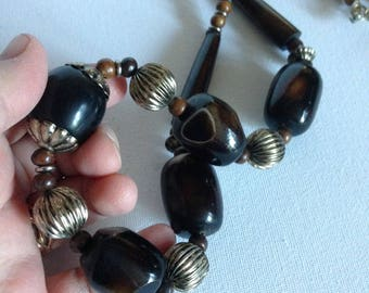 Necklace - High quality large  brown and cream chunky plastic beads necklace