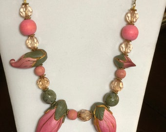 BLOSSOMING PINK NECKLACE