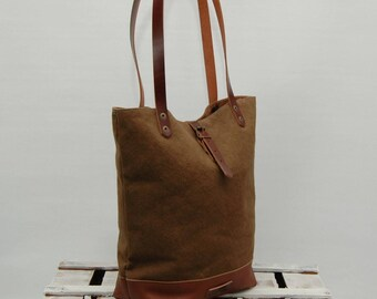 Tote bag waxed canvas, brown tobacco color, leather bottom with  handles and closures in leather