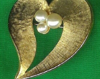 1970's Vintage Gold Heart with Pearls Brooch/Pin-As New