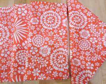 Large Cloth Napkins, Cloth Napkins, Everyday Napkins in orange and white flowers, Sets of 4 napkins, Daisies