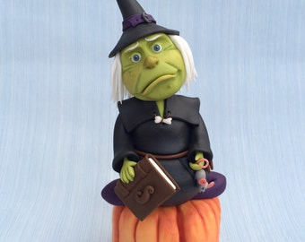 Witch cake topper / cake decorating tutorial. Step by step model making guide. PDF instant download
