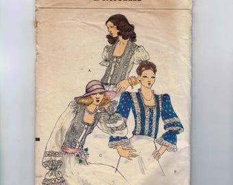1970s Vintage Sewing Pattern Vogue 8894 Misses Peasant Blouse Size 8 Bust 31 32 70s