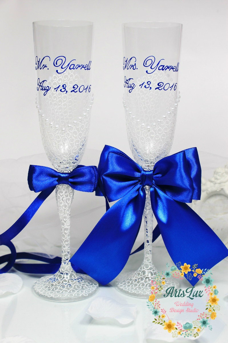 Personalized Wedding champagne glasses in White&Royal
