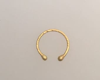 Ear cuff in solid 18k yellow gold