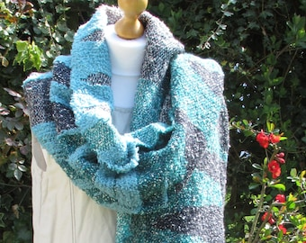 Snow on Mountains : a hand-woven shawl