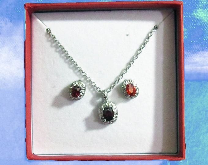 Beautiful Earrings and Pendant Necklace Jewelry Set w Gift Box