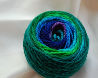 Yarn, handdyed, 100% SW Bfl colour Iris, selfstriping