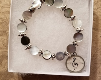Pearl and shell bracelet with charm