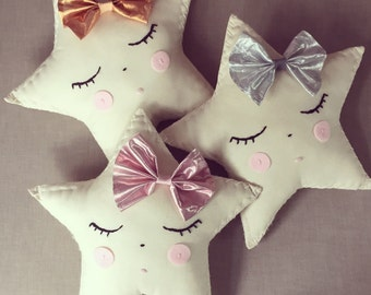 Star cushion with removabel hair pin or brooch XO