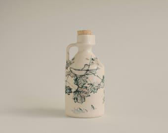 maple syrup bottle / maple leaves