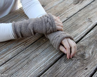 Cabled arm warmers, Outlander inspired, Claire's gloves, hand knit wrist warmers, beige knit arm warmers, aplaca/wool blend, color - doeskin