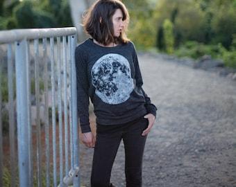 Moon Shirt Womens Pullover Mother's Day Gift for Her, Black Shirt Full Moon Screen Print Lightweight Long Sleeve Slouchy Raglan