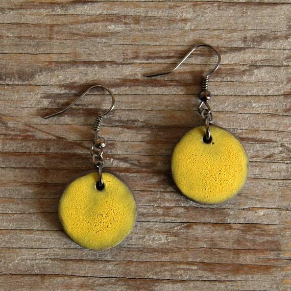 MEDIUM round stoneware drop earrings with lemon matte glaze