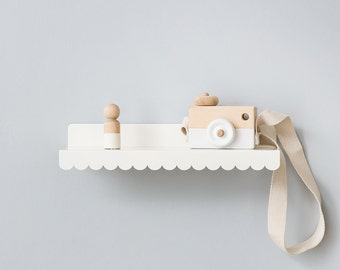 Small Scalloped Shelf
