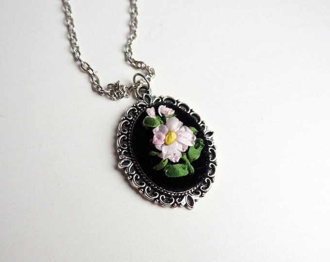Pretty Daisies Floral Bouquet Necklace | Ribbon Embroidery | Handmade Necklace