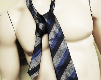 Vintage Pierre Cardin Necktie. Vintage Menswear.  Ultramarine Blue. Vintage Tie. Black. Vintage Mens Accesories. Vintage Polyester Tie
