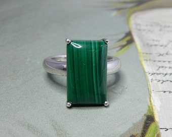 Green Malachite & Sterling Silver Ring Size 7    NDE35